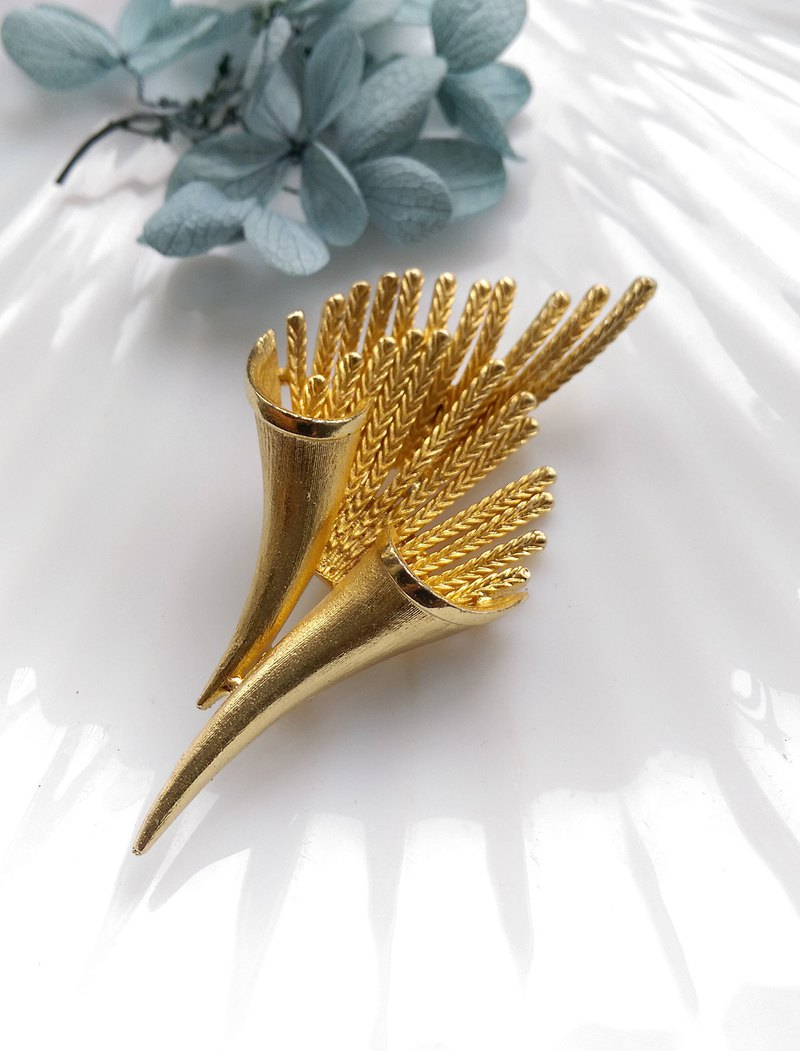 [Western antique jewelry / old age] brush gold high quality three-dimensional needle flower pin