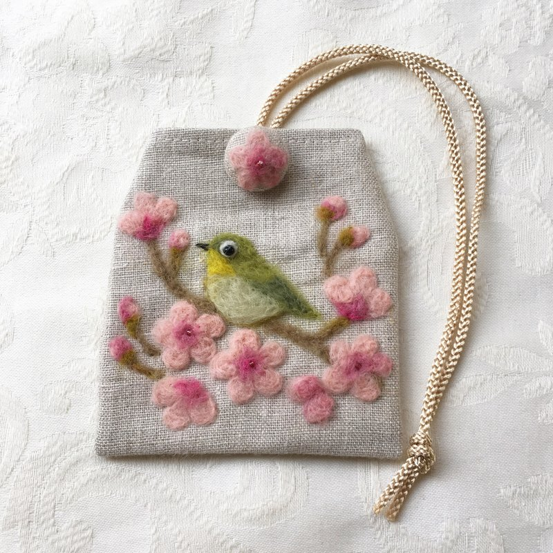 Amulet bag of a Japanese-whiteeye