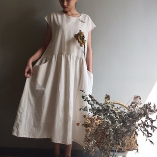 /Little white flowers / holiday style long dress linen white cotton and linen