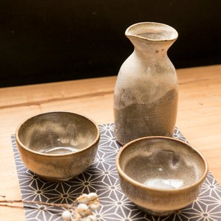 Japanese sake combination _ a pot of two cups