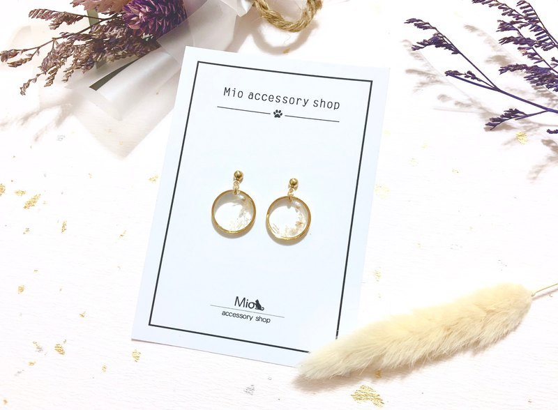 [Hua Xianyue] white color dry flower series earrings (can be changed ear clip)