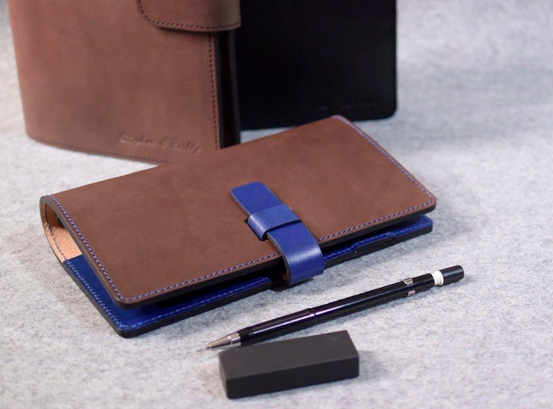 YOURS handmade leather leather loose-leaf notebook / jumper formula A6-Size color with dark wood color + blue leather