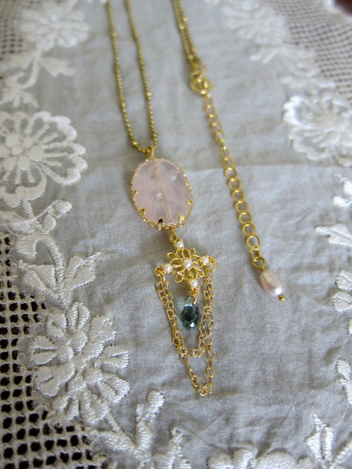 ∴Minertés = refined romantic rose quartz, pearl, brass necklace ∴