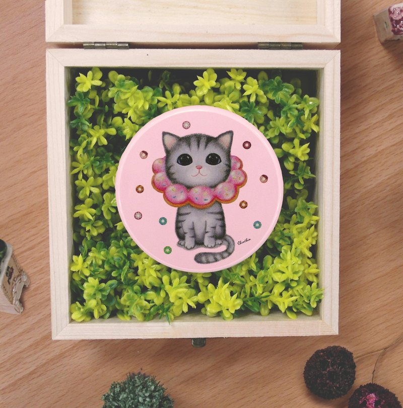 ChinChin painted cat sided small round mirror - strawberry donuts