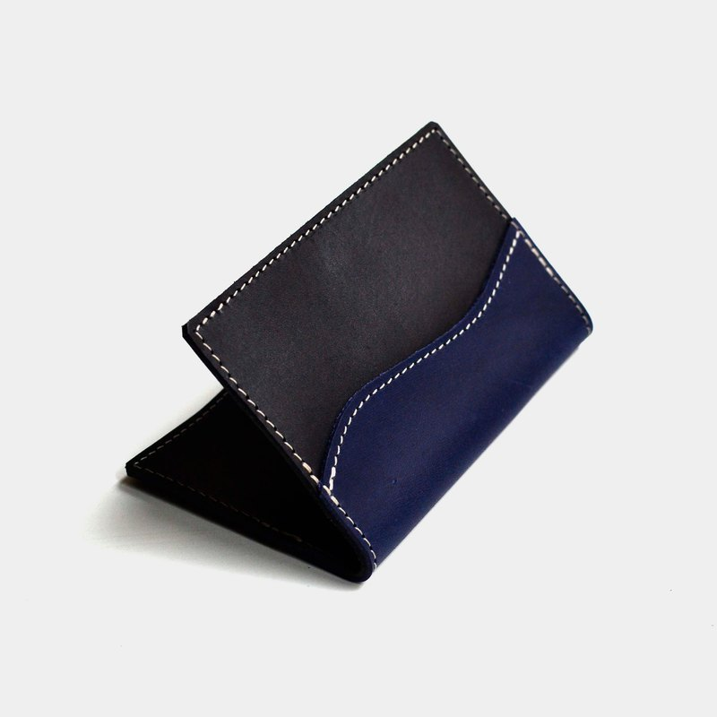 [shaking blueberry juice] vegetable tanned leather business card holder black X blue leather card holder lettering gift