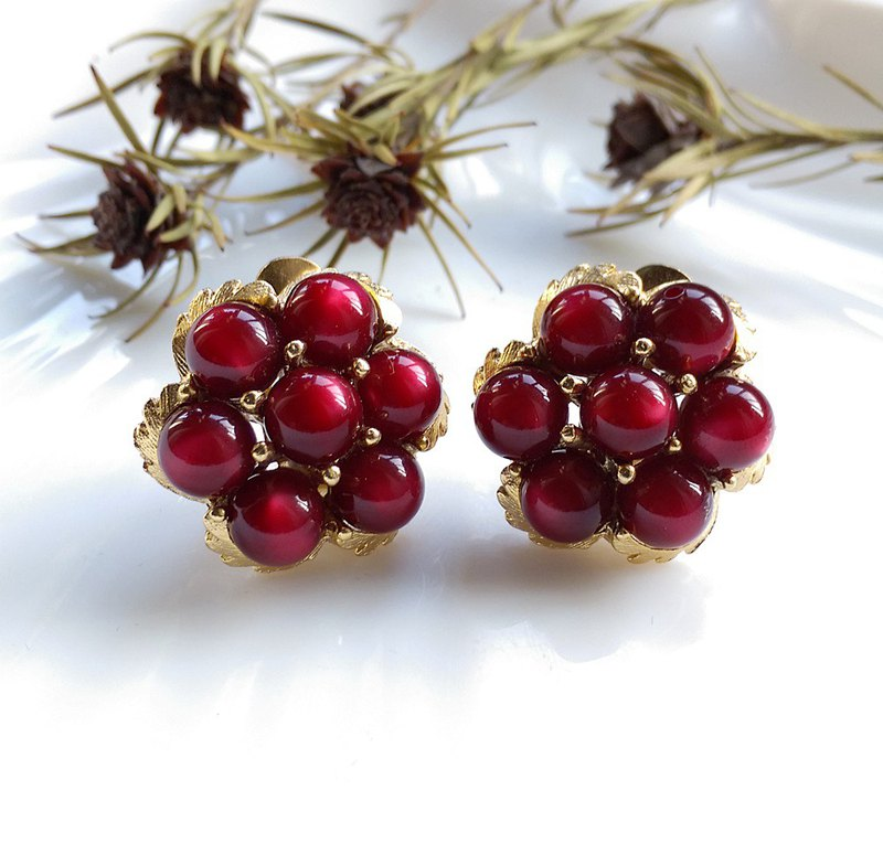 [Western Antique Jewelry / Old Age] 1970's Red Wine Beaded Clip Earrings
