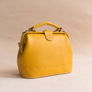 【Cut-off】 Doctor's mouth wrapped in gold-clad hand-sewn tanned leather leather retro carved lady cute shoulder bag handbag hand-stained autumn leaves yellow