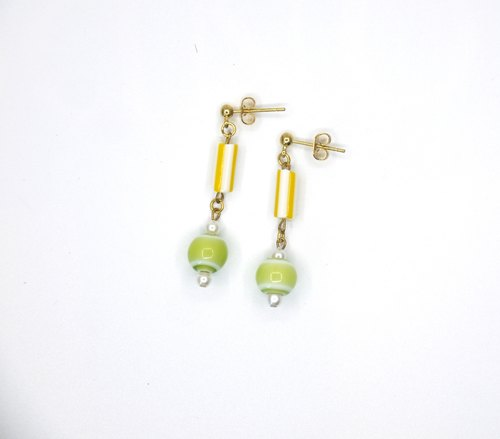 Riitta hand-made glass (interchangeable ear clip)