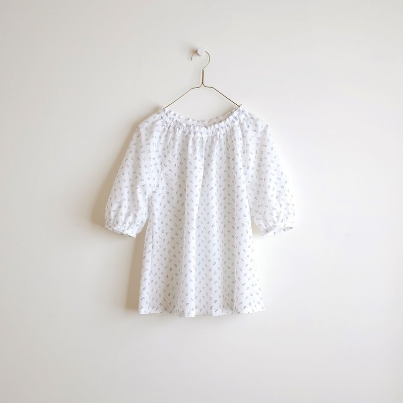 Daily hand-made clothes, fresh blue flowers, five-point puff sleeves, elastic blouse, cotton and linen