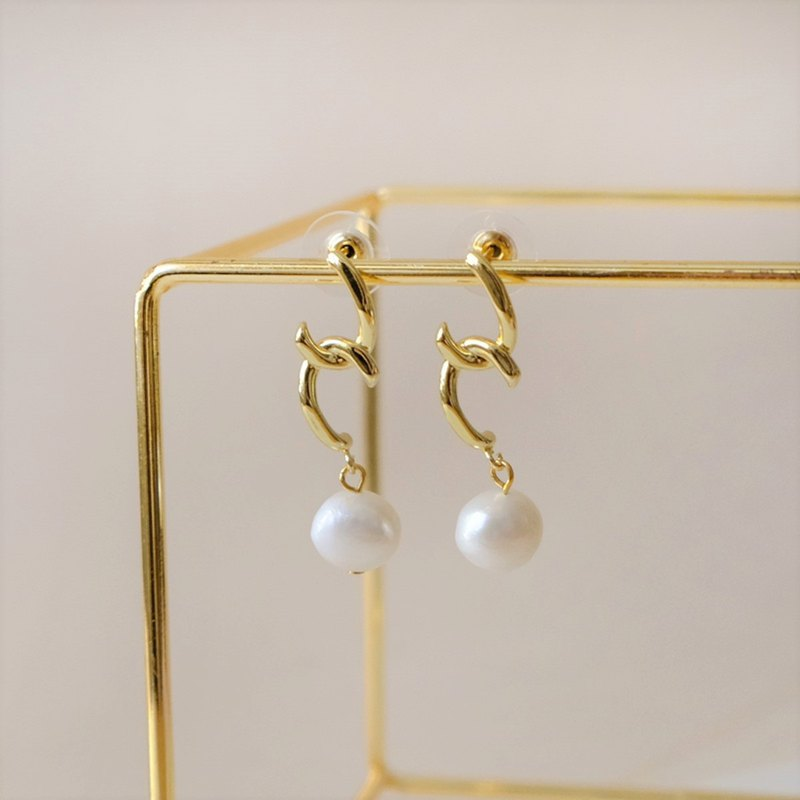ALYSSA & JAMES Natural Pearl Long Earrings