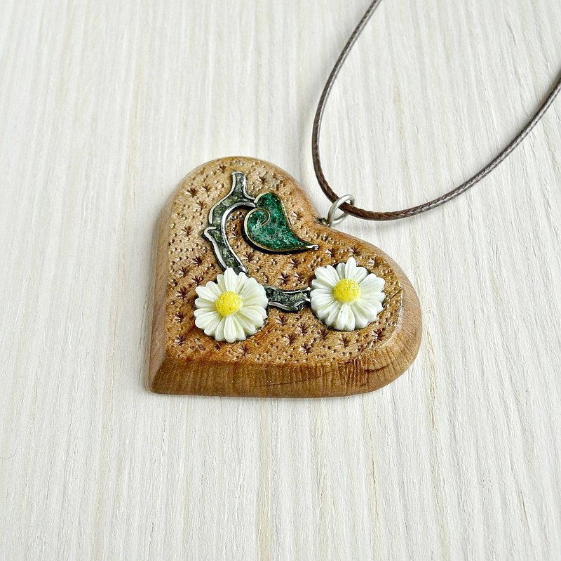 Wooden heart shaped necklace with flowers