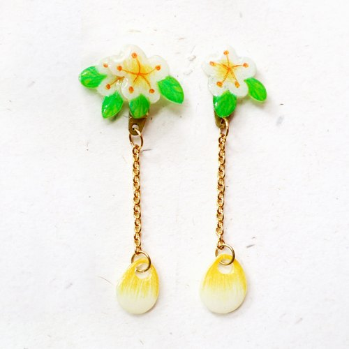 Small white flower dangle earrings