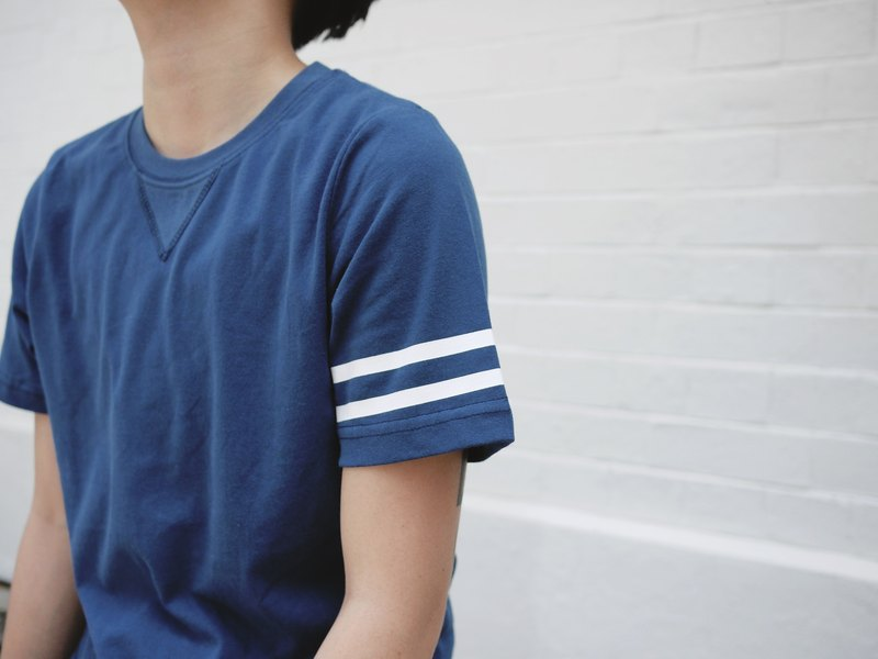Crew neck tee with contrast stripes details/unisex/college/cotton/