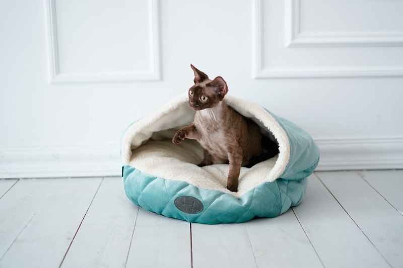 Cat cave Turquoise with white faux fur Small size