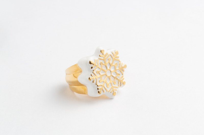 Ice crystal snowflake ring