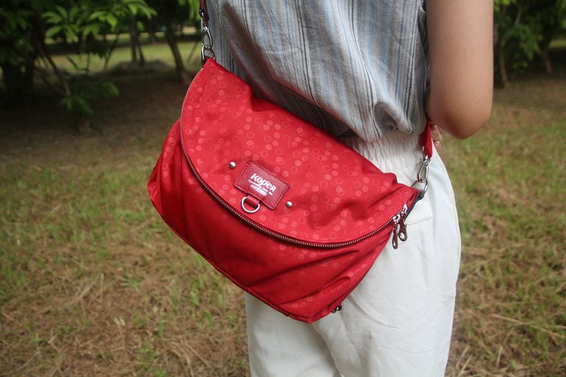 KOPER [lightly familiar dance] nylon three-use bag - wine red