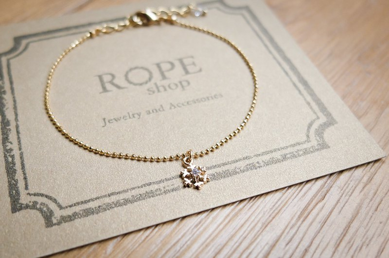 ROPEshop's [Little Snow] bracelet.