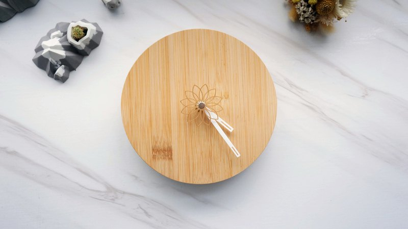 12 Petal Clock | Hand-made clock with flowers as the second hand + bamboo board design