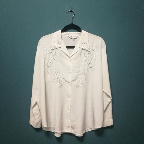 / Lin Dai Meng / gray personality flower embroidery long-sleeved shirt