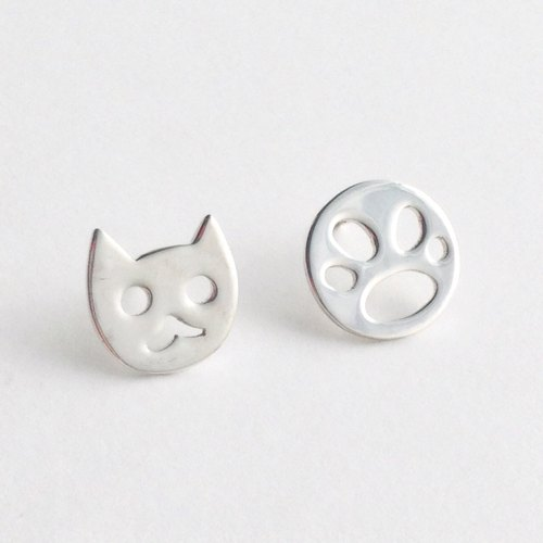 [Order production] Stud Earrings / 950 Silver Cat Face & paw motif