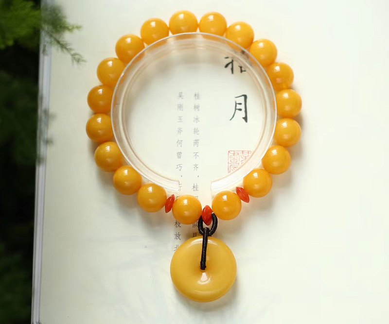 [Welfare price] boutique natural beeswax full honey chicken oil yellow bracelet / embellished with natural beeswax safety buckle pendant