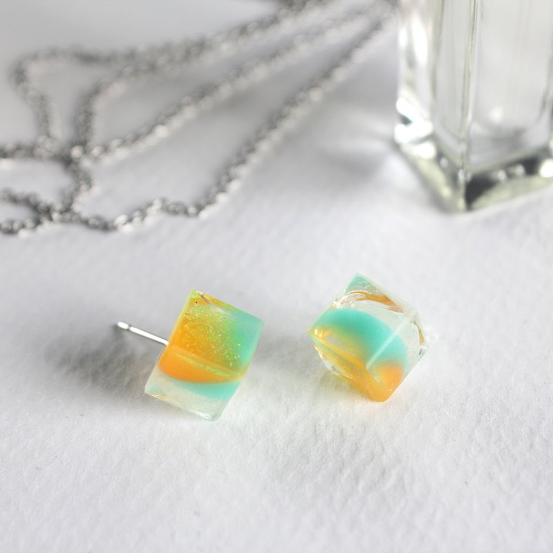Masquerade Ball / ICE CUBE resin earrings - Single