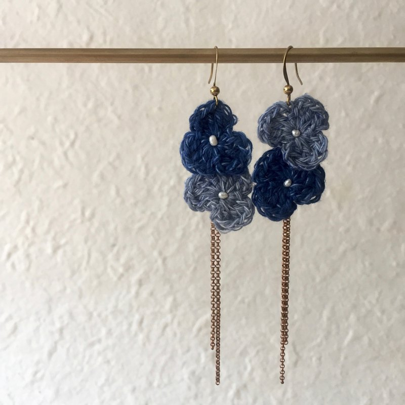 Crochet duo colour fleur dangling earrings -denim trillium