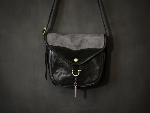 HEYOU Handmade - The Wayfarer's Bag - Type-2 - Traveler saddle bag black patchwork