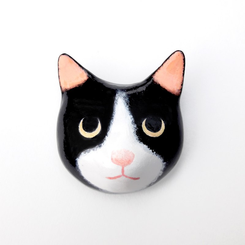 Animal brooch / domineering eyes black and white cat