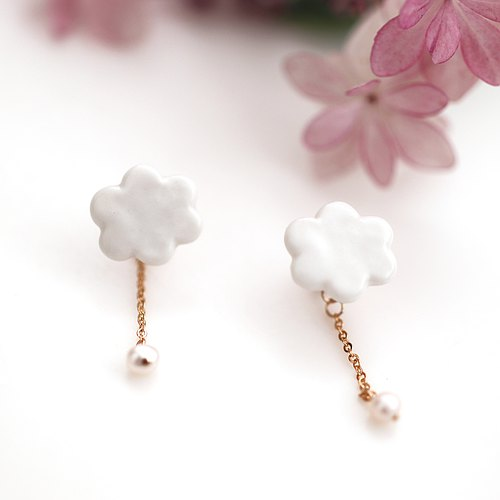 Earrings of cloud