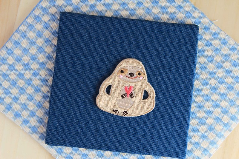 Sloth gives you my love - Self-adhesive embroidered cloth affixed to the tree lazy series
