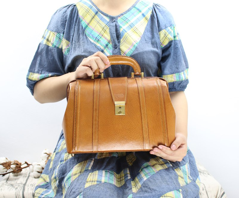 Back to Green::Bruno Conti Small Stereo Hardshell Doctor Bag // vintage Bag