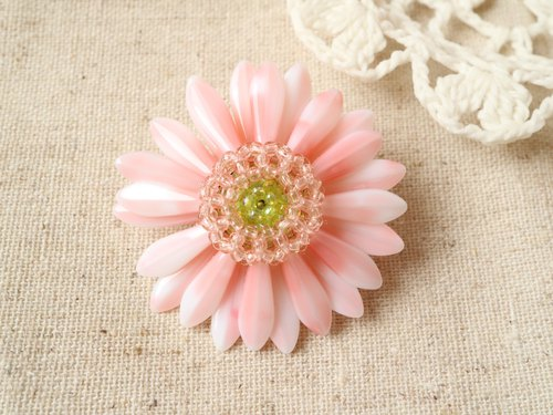 "Gerbera Brooch ""peach cream"""