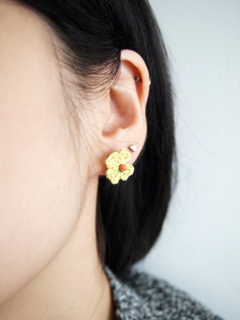 Hand-woven Japanese Lucky Clover light green flowers earrings BE029