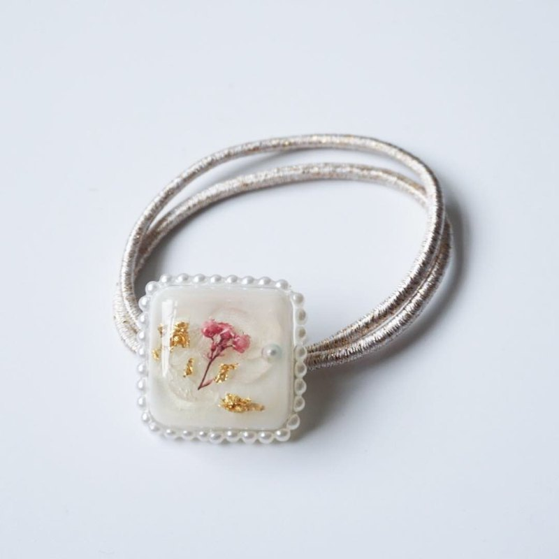 Cute Pressed Flower Beaded Hair Band