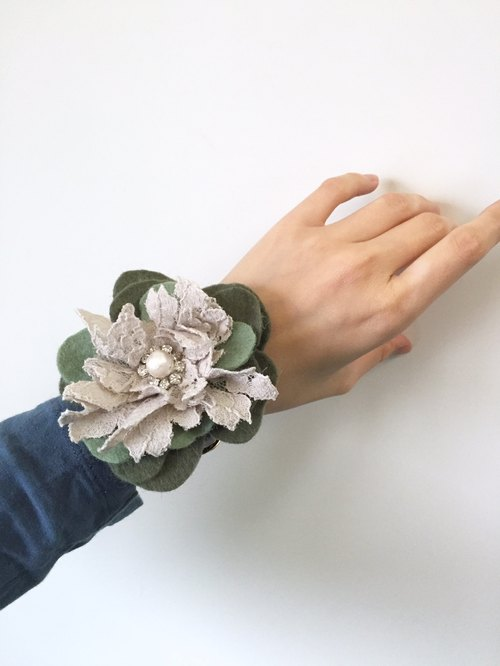 [Bluesy Mod] --- Leather Watch Strap Bangle with Lace & Petals leather watch band bracelet |. Lace and petals (BWS4)