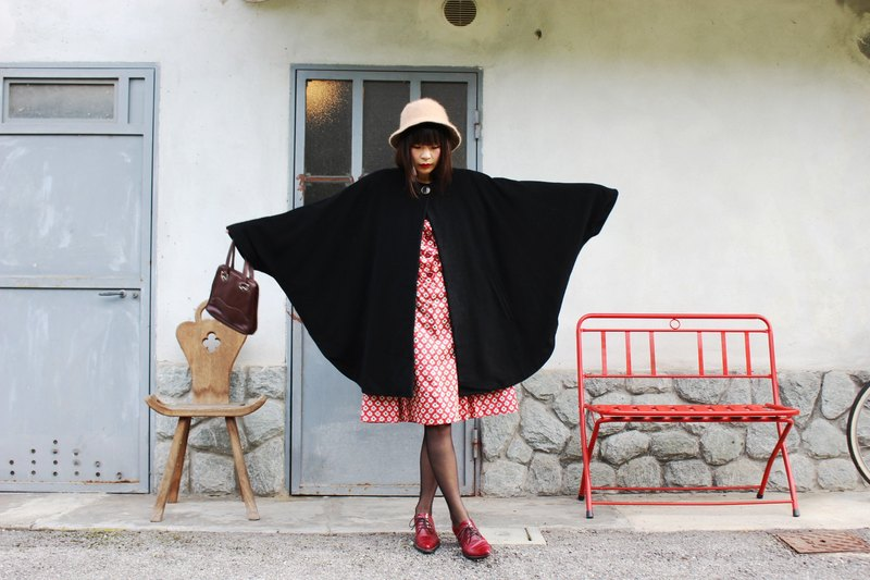 F3036 [Vintage jacket] {} Italian made black wool cape coat texture Kashenmier