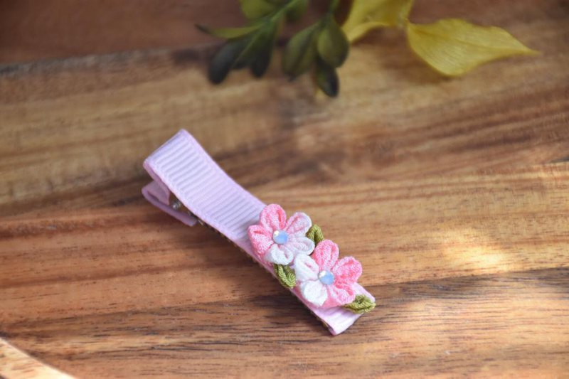 Fine cloth flower hairpin - spring pink small wildflower