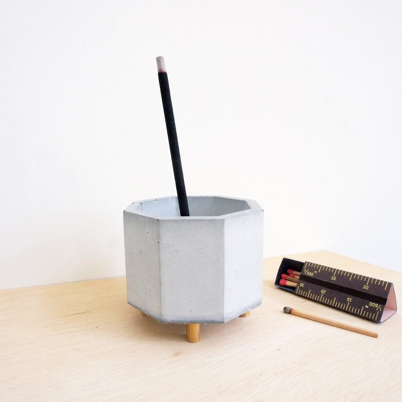 FENEN -Concrete Multi-use Pot with brass legs –Octagon