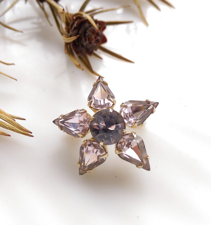 [Western antique jewelry / old age] small stars smoked purple small pin