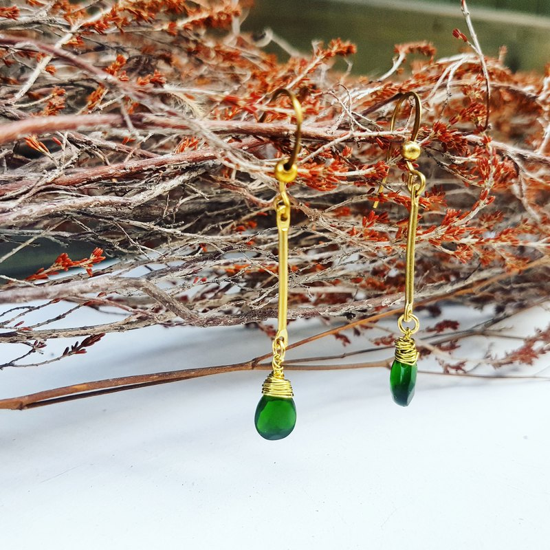 Copper hand made _ grandmother green _ drop shape artificial crystal pendant copper _ earrings a total of three colors