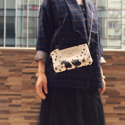 Replica fashion cow black and white wave point zipper Messenger bag