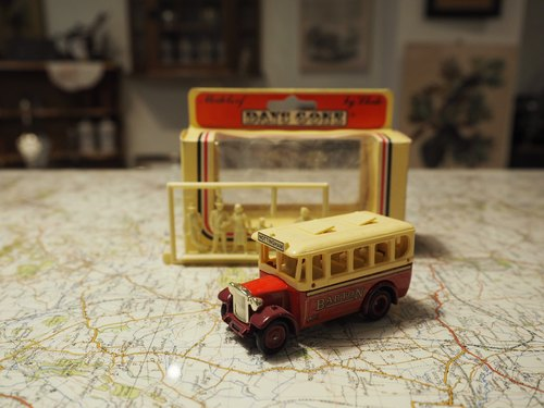 British system early red and white small bus (with character display) (JS)