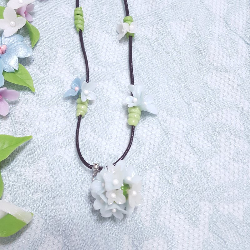 Creative bouquet style necklace clavicle