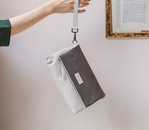 Simple magnetic buckle light hand-held shoulder leather dual-use bag dark gray white leather