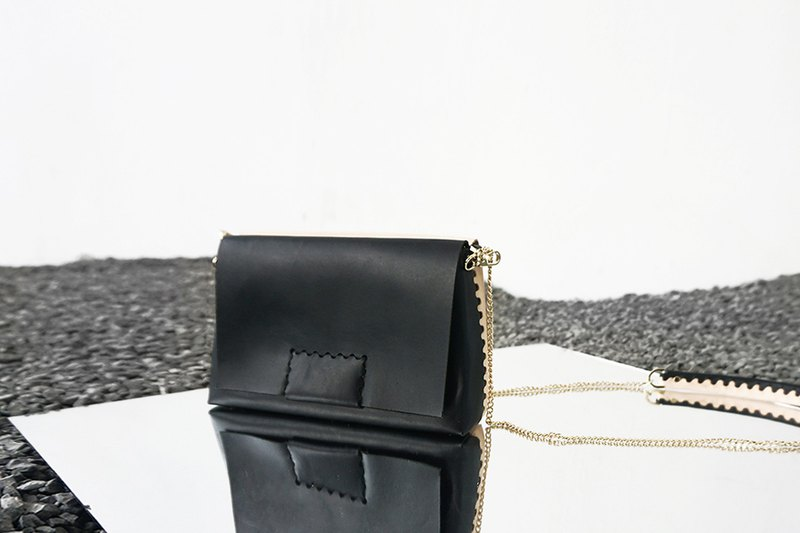 Spring and summer AMEET new double-sided series handmade vegetable tanned leather black primary color Messenger shoulder chain bag