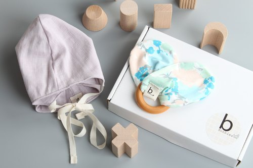 Bonbies baby gift box (shape handmade small hat + bowling wood ring gutta toys) men and women baby Mi moon gift box full moon ceremony baby newborn gift gifts preferred