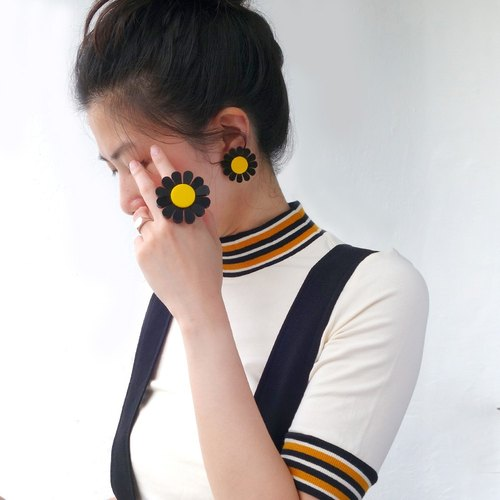 Sunflower yellow and black rings