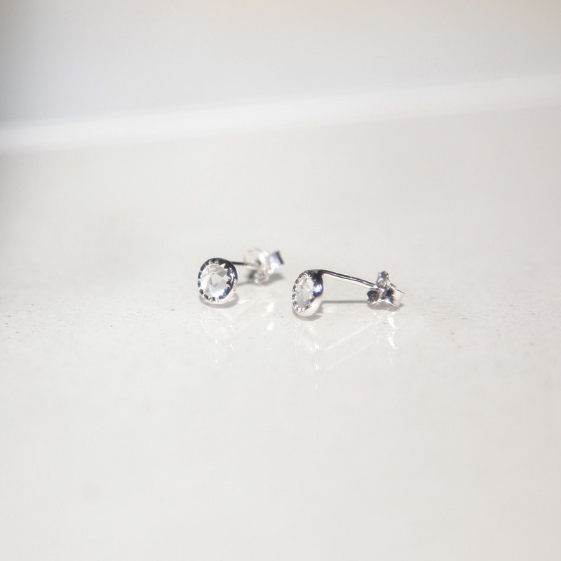 White crystal small round sterling silver needle earrings (can be changed)