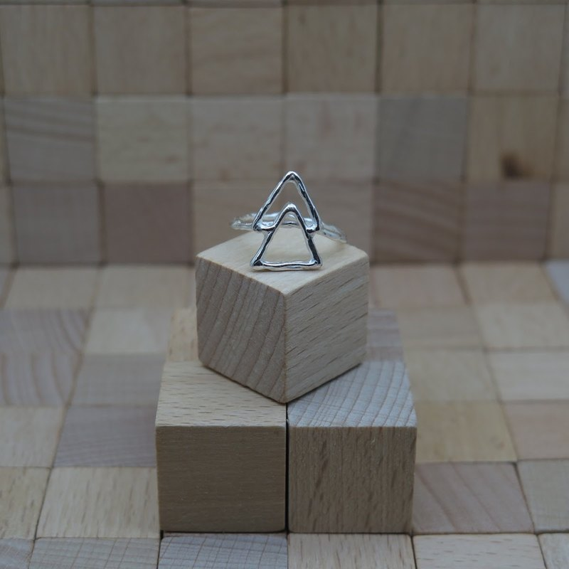 único Series - Triangle  (925 Sterling Silver Ring)